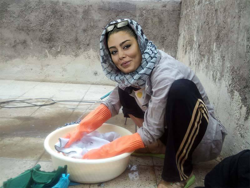 عکس سحر قریشی در حال لباس شستن !